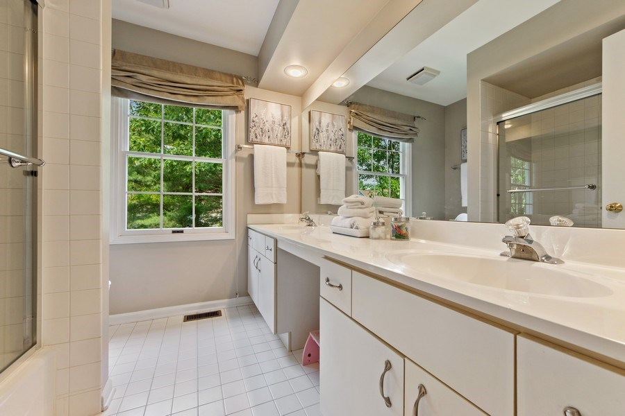 Real Estate Photography - 2162 N Charter Point, Arlington Heights, IL, 60004 - 2nd Bathroom