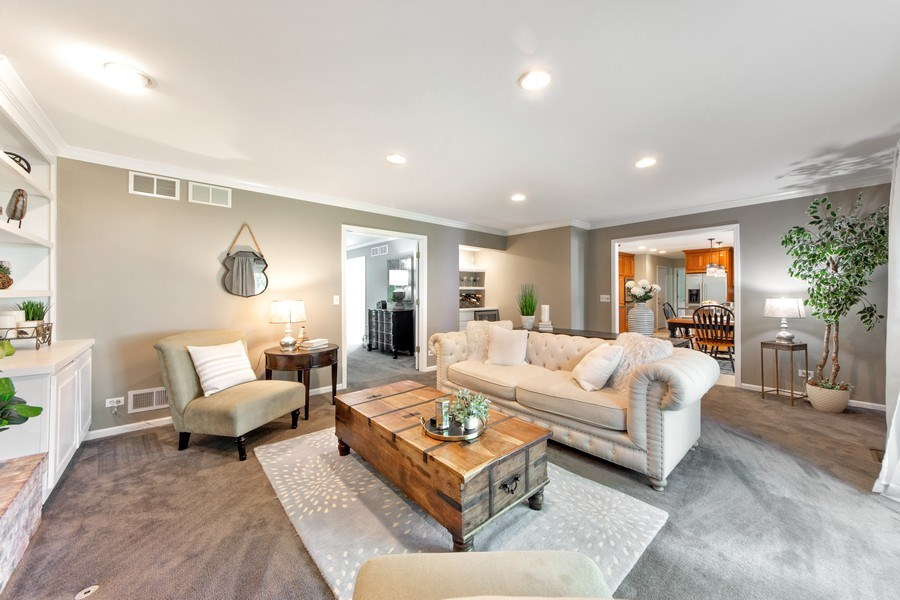 Real Estate Photography - 2162 N Charter Point, Arlington Heights, IL, 60004 - Family Room / Kitchen