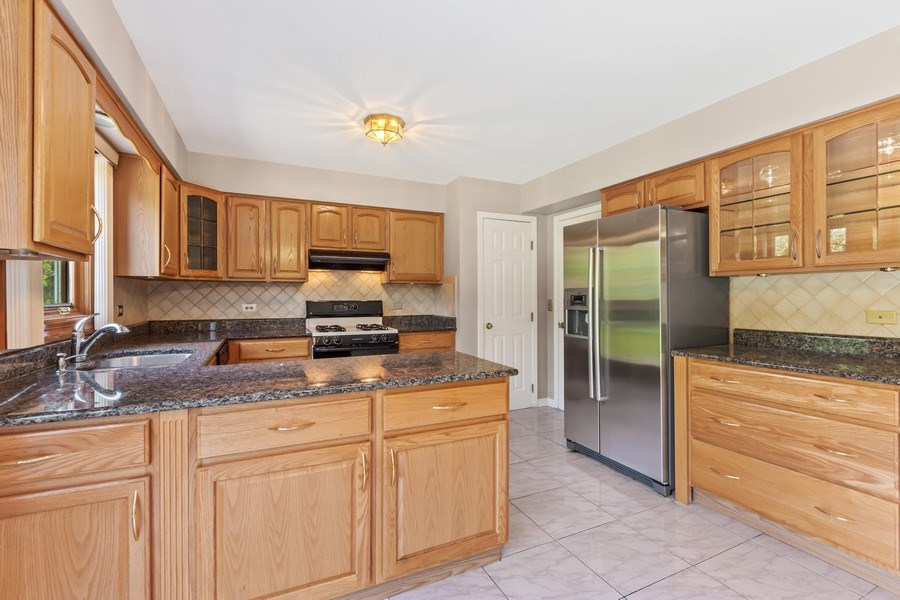 Real Estate Photography - 1908 Brighton Place, Arlington Heights, IL, 60004 - Kitchen