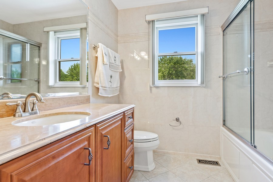Real Estate Photography - 1908 Brighton Place, Arlington Heights, IL, 60004 - 2nd Bathroom