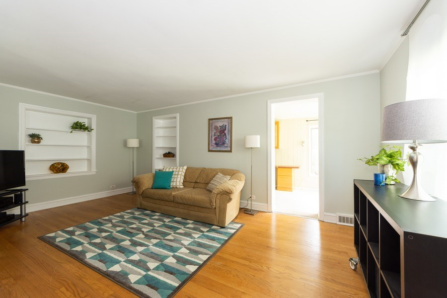 Real Estate Photography - 25 N Knight Ave, Park Ridge, IL, 60068 - Living Room