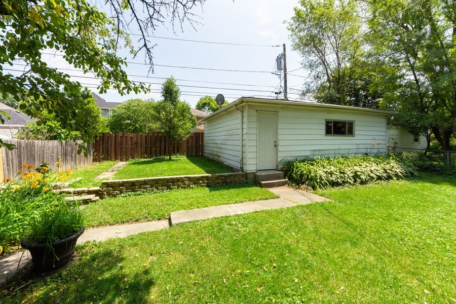 Real Estate Photography - 25 N Knight Ave, Park Ridge, IL, 60068 - Back Yard