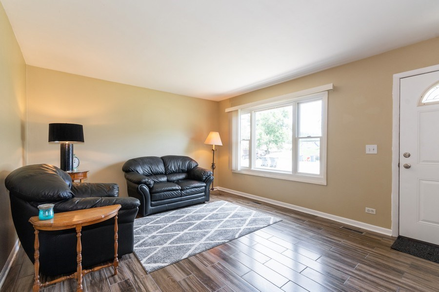 Real Estate Photography - 592 Harbor Terrace, Bartlett, IL, 60103 - Living Room