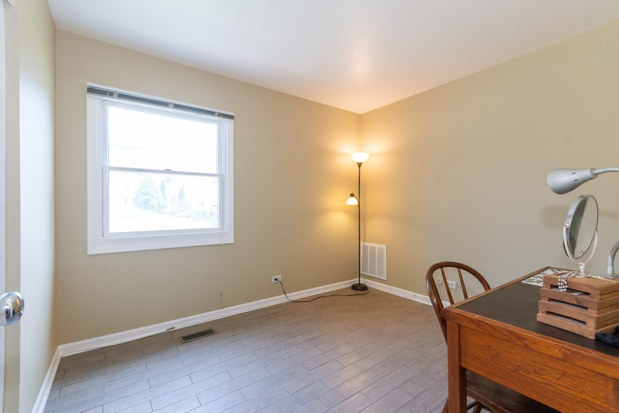Real Estate Photography - 592 Harbor Terrace, Bartlett, IL, 60103 - 2nd Bedroom