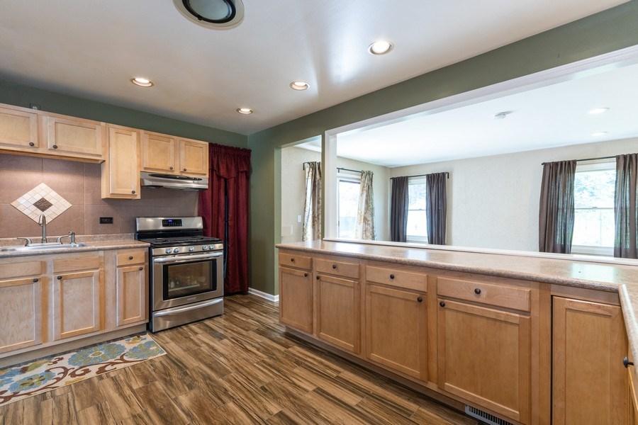 Real Estate Photography - 592 Harbor Terrace, Bartlett, IL, 60103 - Kitchen