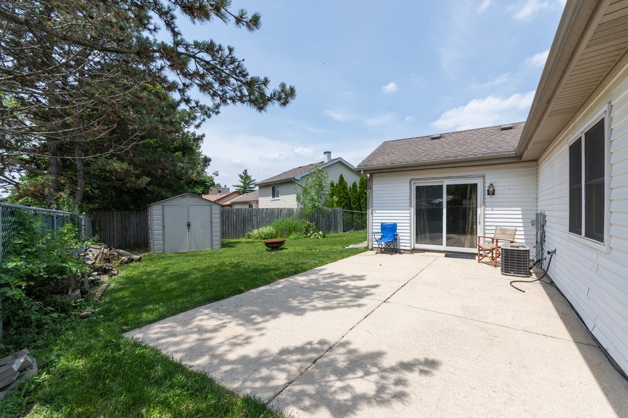 Real Estate Photography - 592 Harbor Terrace, Bartlett, IL, 60103 - Back Yard