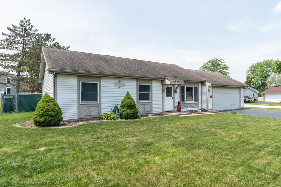 Real Estate Photography - 592 Harbor Terrace, Bartlett, IL, 60103 - Front View