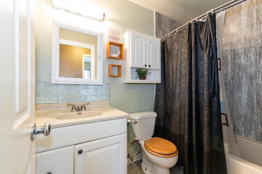 Real Estate Photography - 592 Harbor Terrace, Bartlett, IL, 60103 - Bathroom