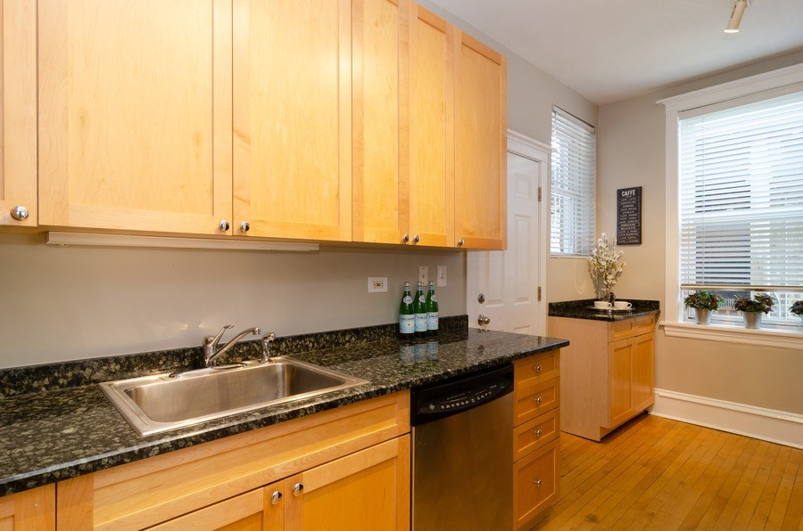 Real Estate Photography - 828 W LAKESIDE PLACE 3S, Chicago, IL, 60640 - Kitchen