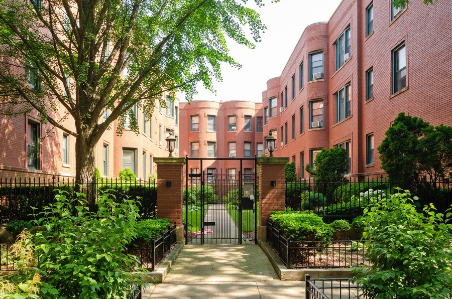 Real Estate Photography - 828 W LAKESIDE PLACE 3S, Chicago, IL, 60640 - Entryway