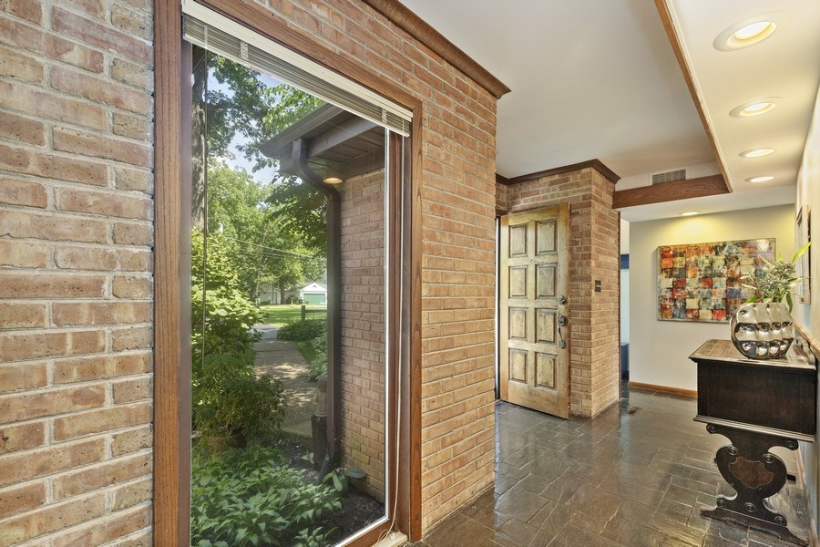 Real Estate Photography - 2830 W Bonnie Brook Ln, Waukegan, IL, 60087 - Foyer