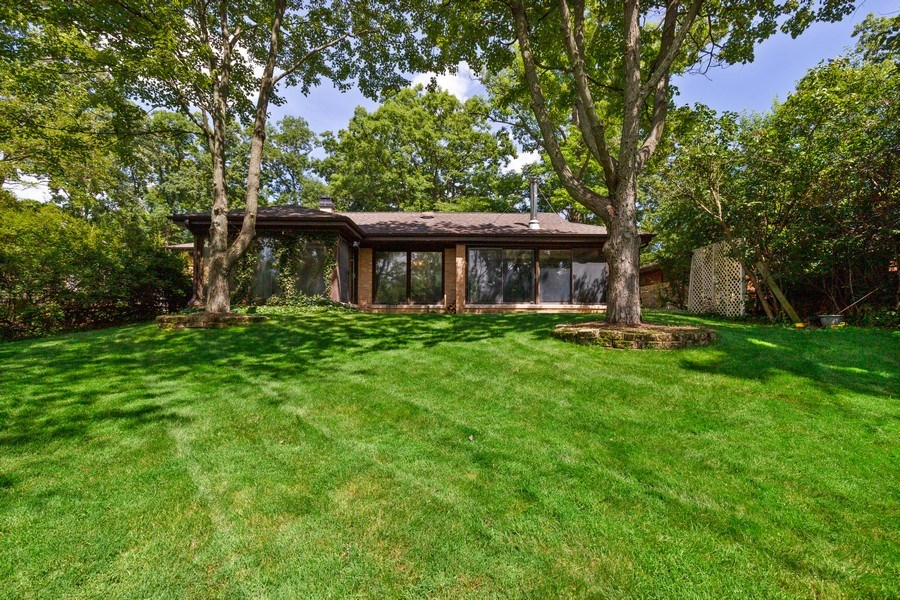 Real Estate Photography - 2830 W Bonnie Brook Ln, Waukegan, IL, 60087 - Rear View