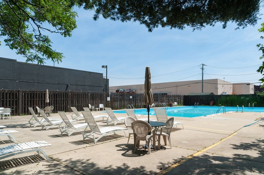 Real Estate Photography - 8894 Knight Ave, 403, Des Plaines, IL, 60016 - Pool