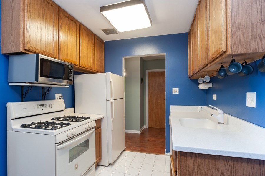 Real Estate Photography - 8894 Knight Ave, 403, Des Plaines, IL, 60016 - Kitchen
