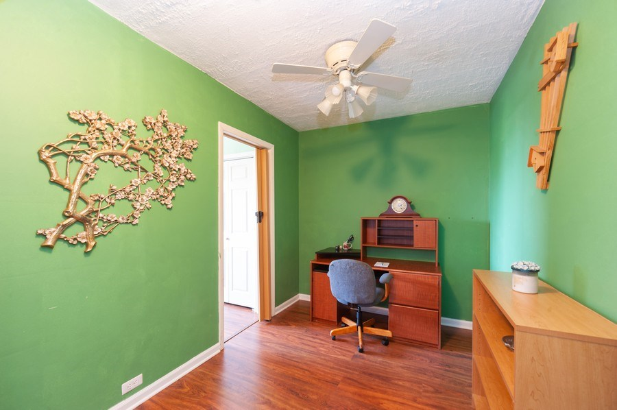 Real Estate Photography - 8894 Knight Ave, 403, Des Plaines, IL, 60016 - Den