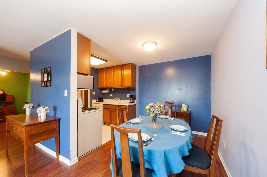 Real Estate Photography - 8894 Knight Ave, 403, Des Plaines, IL, 60016 - Kitchen / Dining Room