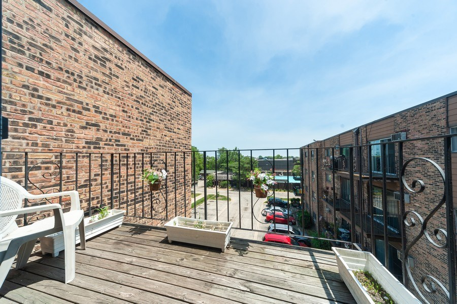 Real Estate Photography - 8894 Knight Ave, 403, Des Plaines, IL, 60016 - Balcony