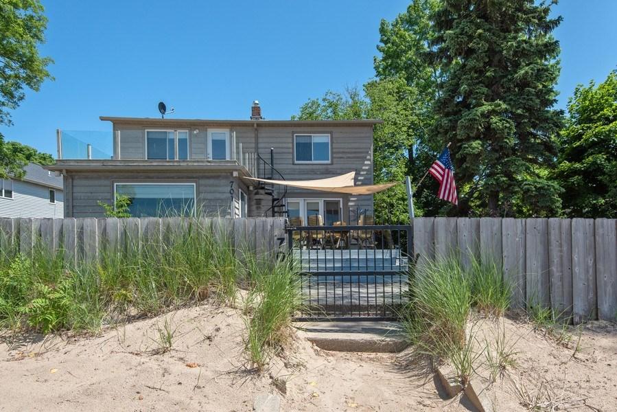 Real Estate Photography - 701 Lake St, St Joseph, MI, 49085 - Front View