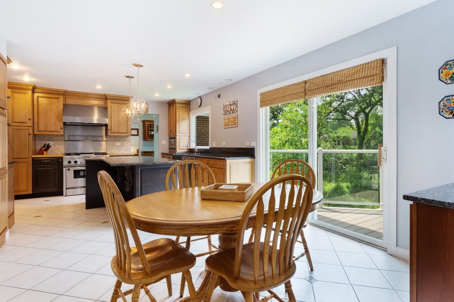 Real Estate Photography - 1340 Lake Shore Dr S, Barrington, IL, 60010 - Kitchen / Breakfast Room