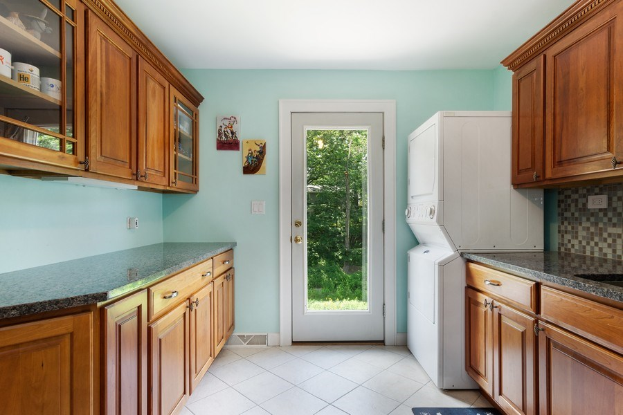 Real Estate Photography - 1340 Lake Shore Dr S, Barrington, IL, 60010 - Laundry Room