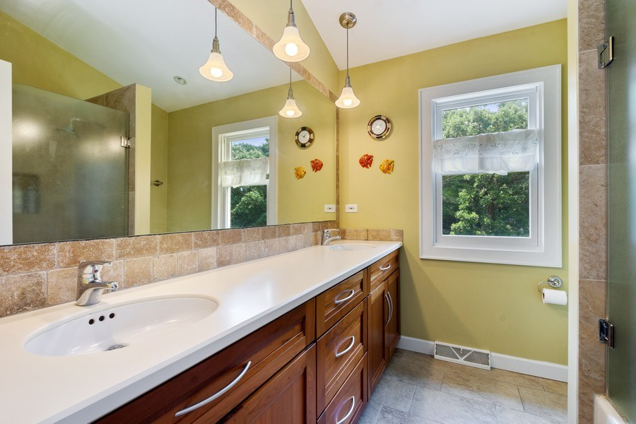Real Estate Photography - 1340 Lake Shore Dr S, Barrington, IL, 60010 - 2nd Bathroom