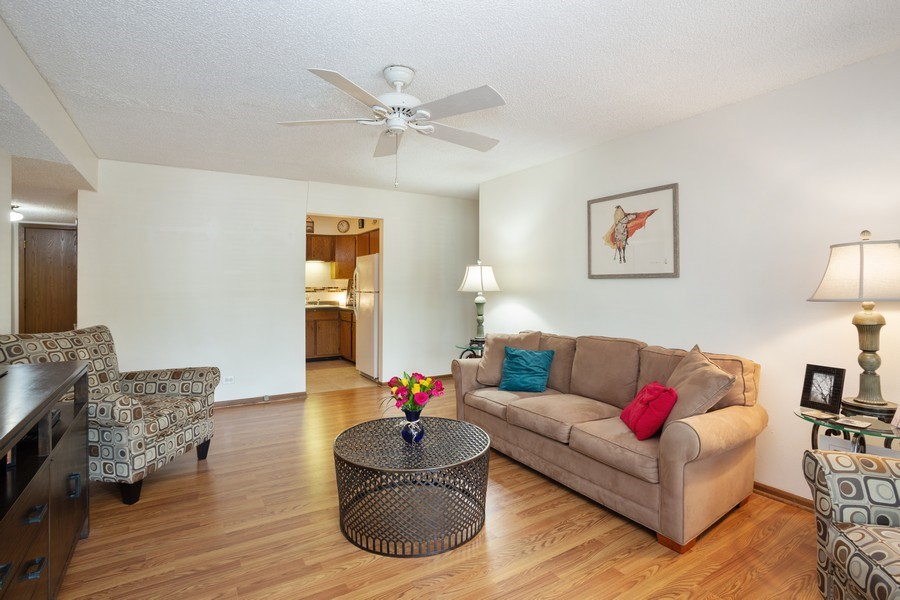 Real Estate Photography - 520 Biesterfield Rd, Unit 119, Elk Grove Village, IL, 60007 - Living Room