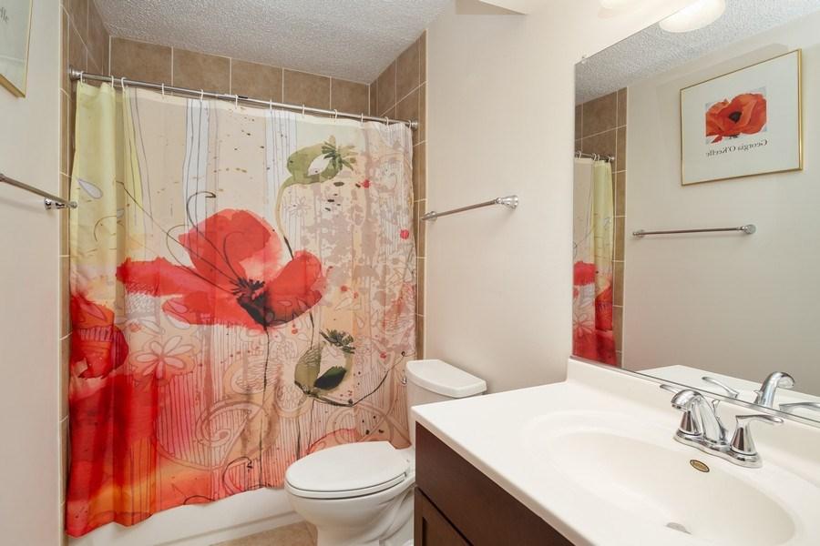 Real Estate Photography - 520 Biesterfield Rd, Unit 119, Elk Grove Village, IL, 60007 - Master Bathroom