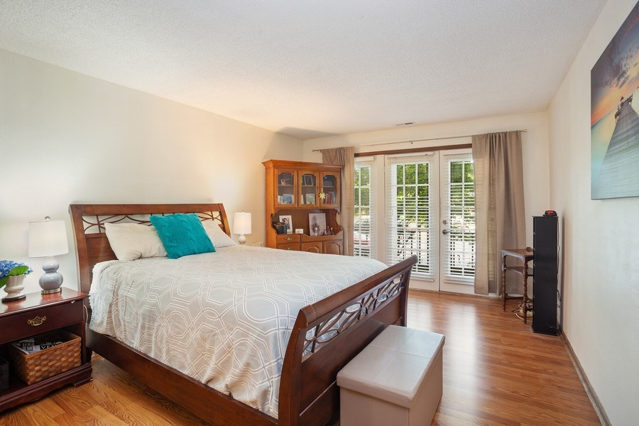Real Estate Photography - 520 Biesterfield Rd, Unit 119, Elk Grove Village, IL, 60007 - Master Bedroom