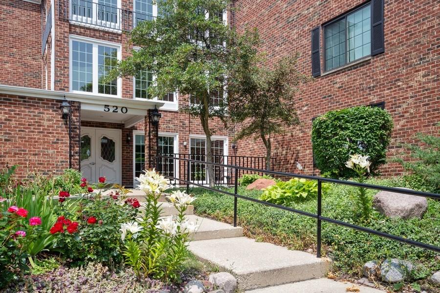 Real Estate Photography - 520 Biesterfield Rd, Unit 119, Elk Grove Village, IL, 60007 - Entrance