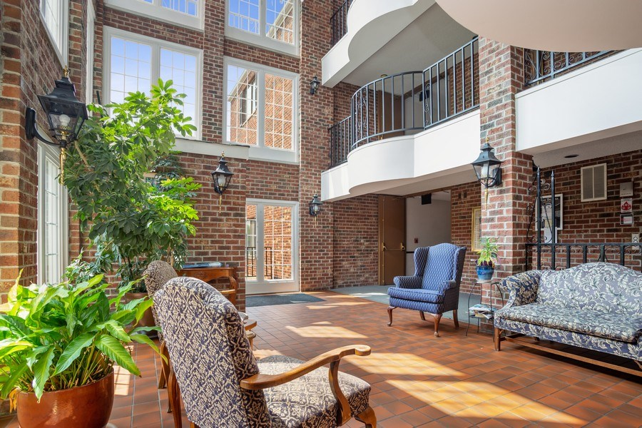 Real Estate Photography - 520 Biesterfield Rd, Unit 119, Elk Grove Village, IL, 60007 - Lobby
