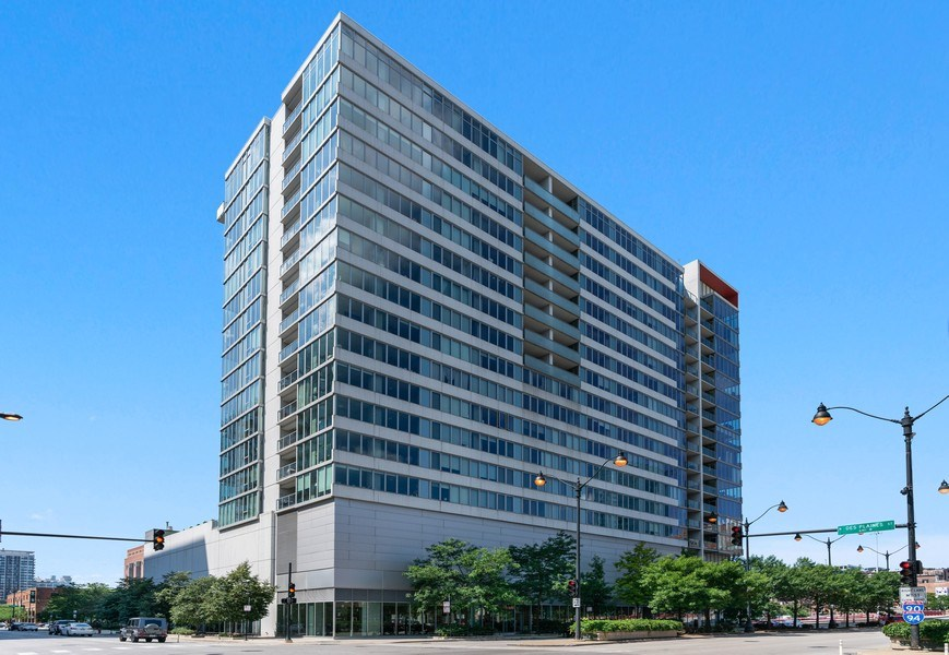 Real Estate Photography - 659 W Randolph, Unit 920, Chicago, IL, 60661 - Front View