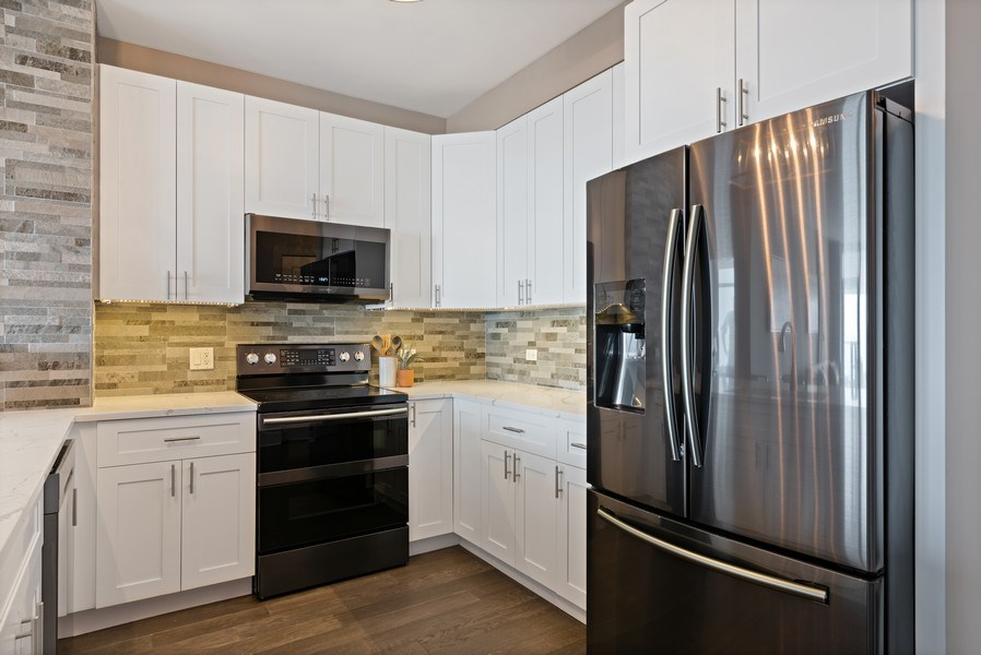 Real Estate Photography - 100 E 14th St, 2904, Chicago, IL, 60605 - Kitchen