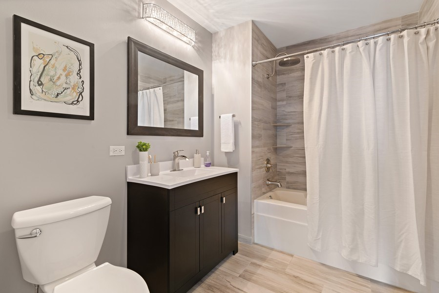 Real Estate Photography - 100 E 14th St, 2904, Chicago, IL, 60605 - 2nd Bathroom