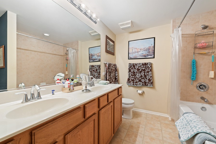 Real Estate Photography - 520 S State, Apt 602, Chicago, IL, 60605 - Master Bathroom