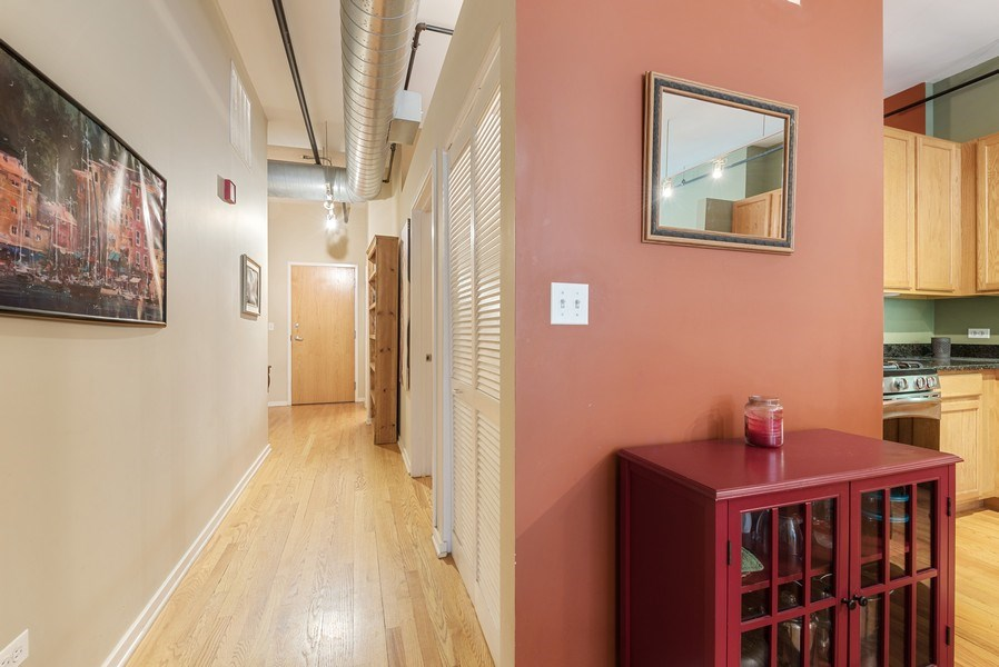 Real Estate Photography - 520 S State, Apt 602, Chicago, IL, 60605 - Entryway