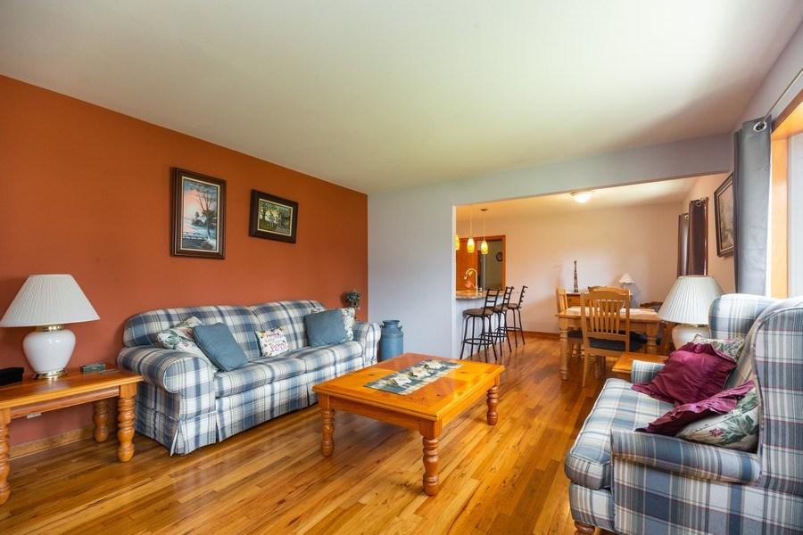 Real Estate Photography - 385 Alpine Ln, Hoffman Estates, IL, 60169 - Living Room