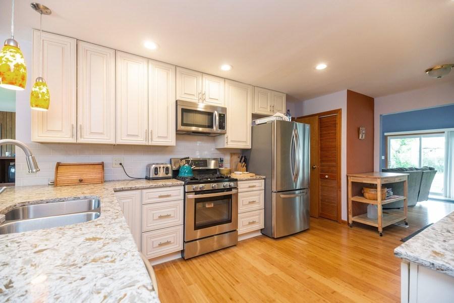 Real Estate Photography - 385 Alpine Ln, Hoffman Estates, IL, 60169 - Kitchen