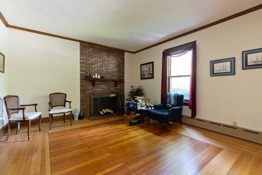 Real Estate Photography - 500 1st St, Waukegan, IL, 60085 - Family Room