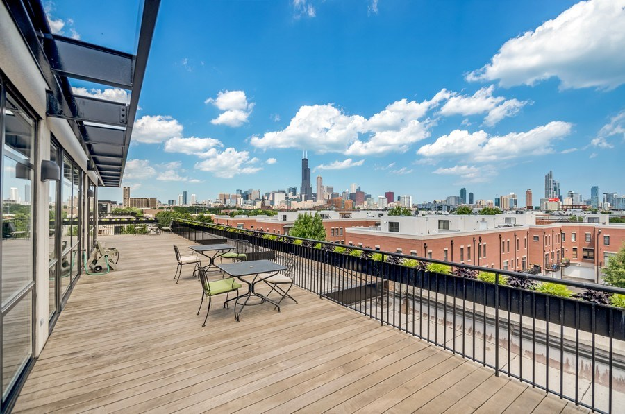 Real Estate Photography - 1001 W 15th St, Unit 131, Chicago, IL, 60608 - Roof Deck