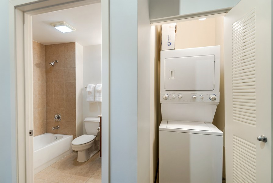 Real Estate Photography - 1001 W 15th St, Unit 131, Chicago, IL, 60608 - Laundry Room