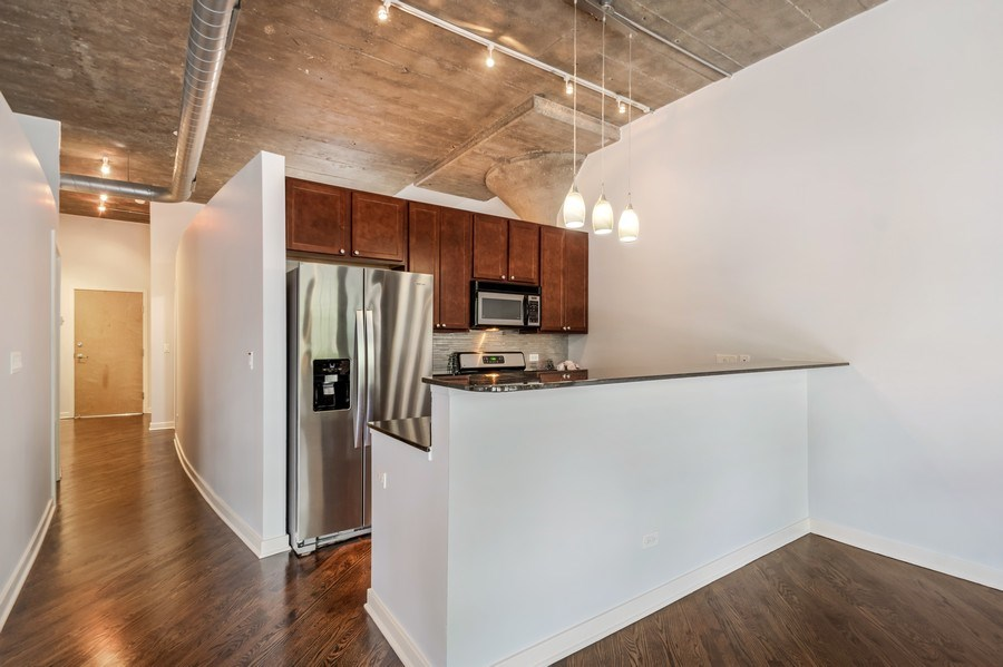 Real Estate Photography - 1001 W 15th St, Unit 131, Chicago, IL, 60608 - Kitchen