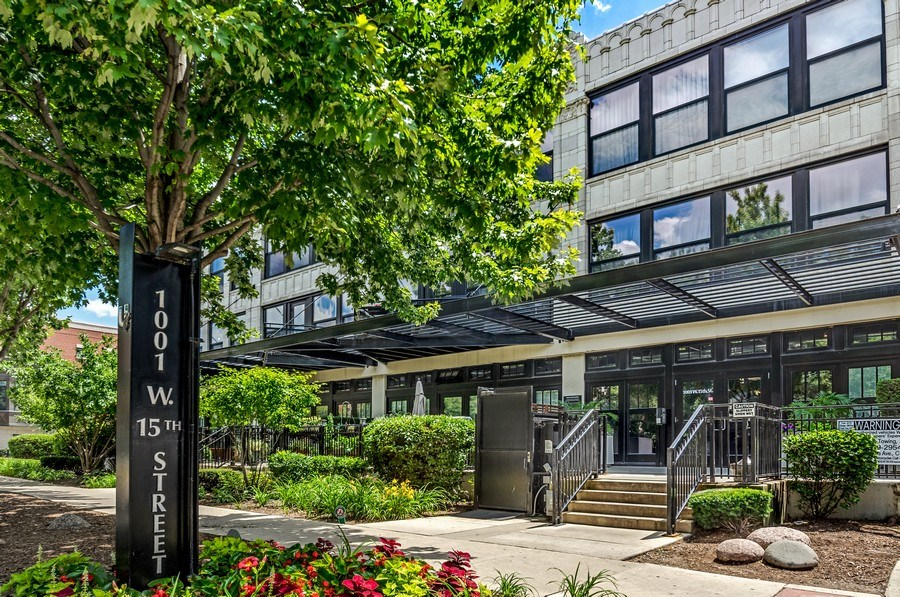 Real Estate Photography - 1001 W 15th St, Unit 131, Chicago, IL, 60608 - Front View