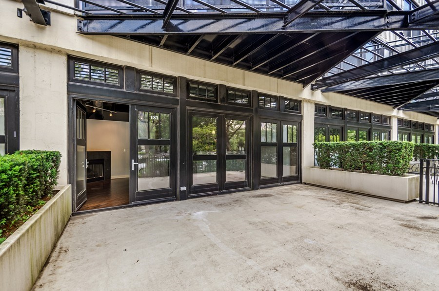Real Estate Photography - 1001 W 15th St, Unit 131, Chicago, IL, 60608 - Patio