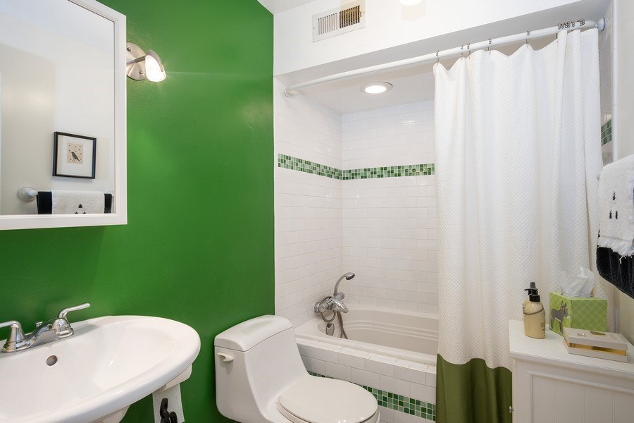 Real Estate Photography - 1516 N State Pkwy, Unit 9C, Chicago, IL, 60610 - Bathroom