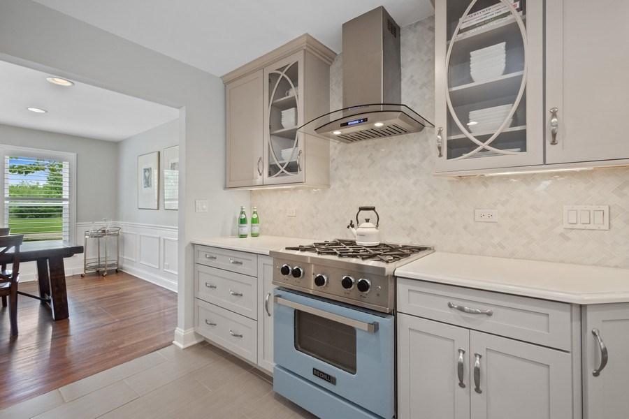 Real Estate Photography - 86 Flint Dr, Lake Barrington, IL, 60010 - Kitchen
