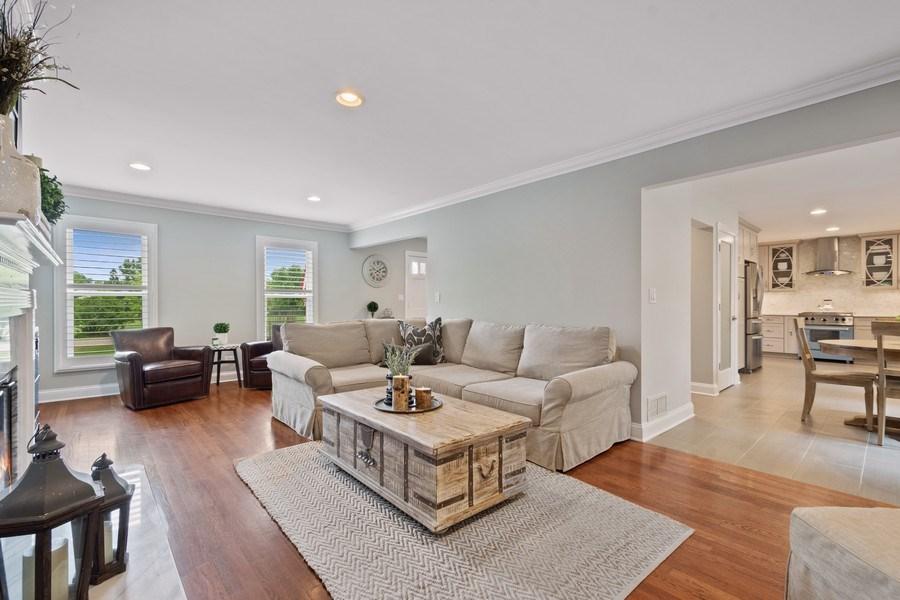 Real Estate Photography - 86 Flint Dr, Lake Barrington, IL, 60010 - Family Room