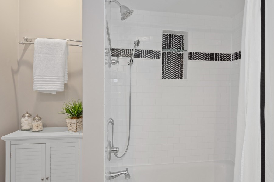 Real Estate Photography - 86 Flint Dr, Lake Barrington, IL, 60010 - Hallway Bathroom