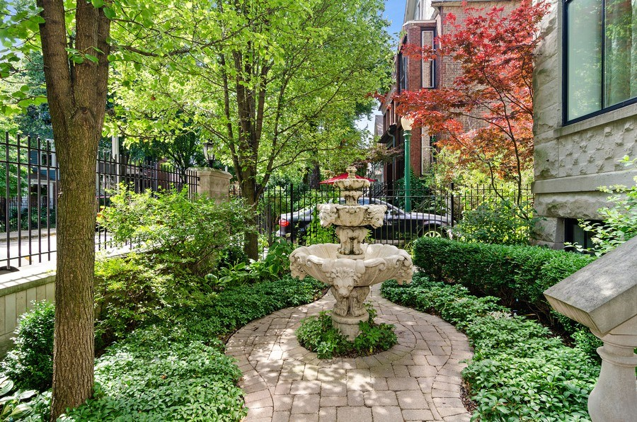 Real Estate Photography - 2632 Burling, Chicago, IL, 60614 - Front Yard