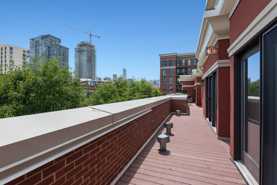 Real Estate Photography - 1222 N Orleans Court, Chicago, IL, 60610 - Deck