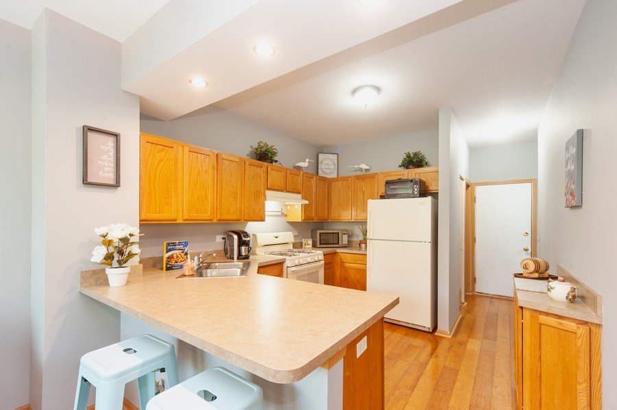 Real Estate Photography - 649 Shakespeare Drive, Grayslake, IL, 60030 - Kitchen